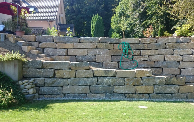 Quadersteinmauer aus Muschelkalk